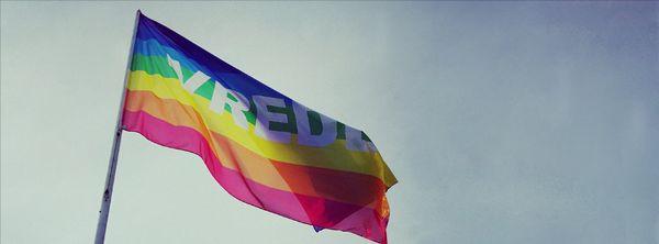 Deze afbeelding heeft een leeg alt-attribuut; de bestandsnaam is vredesvlagfoto.jpg